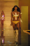Naomi Campbell She's supposed to be a huge fan of Brazil and doesn't miss Carnaval. Last year she admitted her desire to parade... Here she is: Foto 94 (Наоми Кэмбэлл Она должна быть большой поклонник Бразилии и не пропустите карнавал.  Фото 94)
