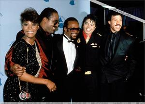 1986- The 28th Grammy Awards Th_799148865_005_38_122_164lo