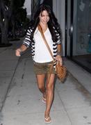 http://img44.imagevenue.com/loc208/th_52828_Jenna_Dewan_shopping_in_Beverly_Hills2_122_208lo.jpg