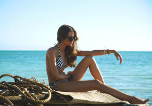 http://img44.imagevenue.com/loc349/th_936787337_UploadedByKurupt_Clara_Alonso_Baku_Swimwear_2011_27_122_349lo.jpg