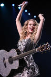 http://img44.imagevenue.com/loc479/th_19481_Taylor_Swift___Performs_live_in_concer_0008_122_479lo.jpg